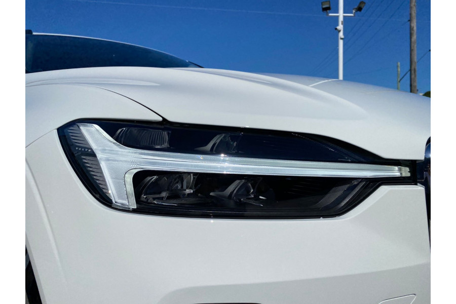 2022 MYon Volvo XC60 B5 Momentum Suv