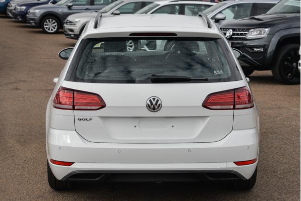2020 Volkswagen Golf 7.5 110TSI Trendline Wagon Image 4