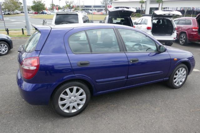 2002 Nissan Pulsar Hatchback 12 of 16