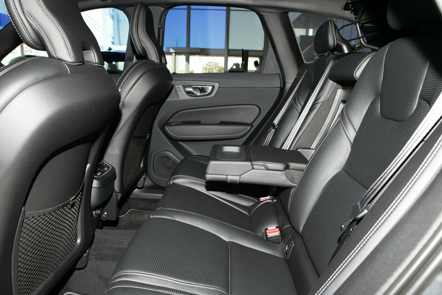 2019 Volvo XC60 UZ D5 R-Design Suv Mobile Image 8