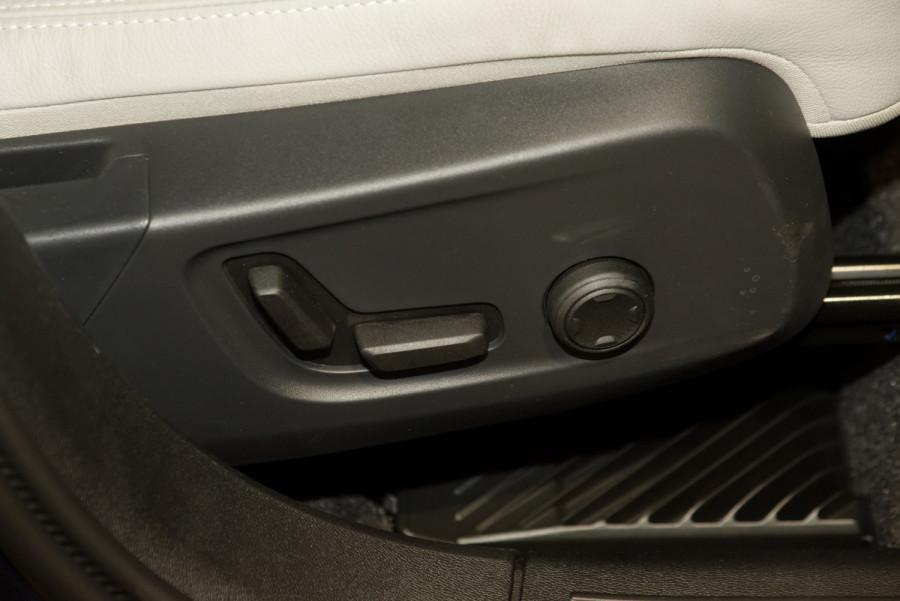 2021 Volvo XC40 XZ T4 Inscription Suv Image 12