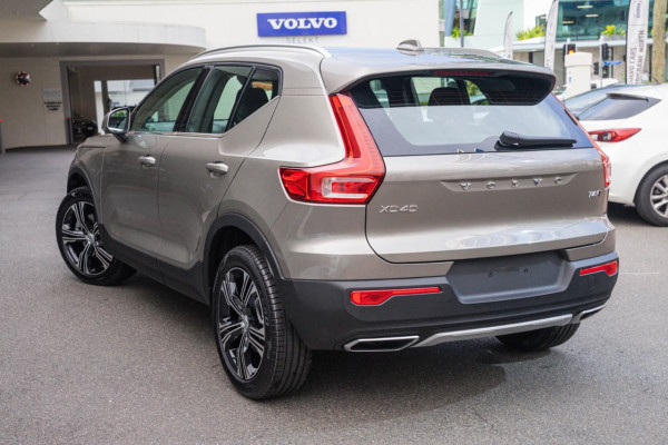 2020 Volvo XC40 XZ T4 Inscription Suv Image 3