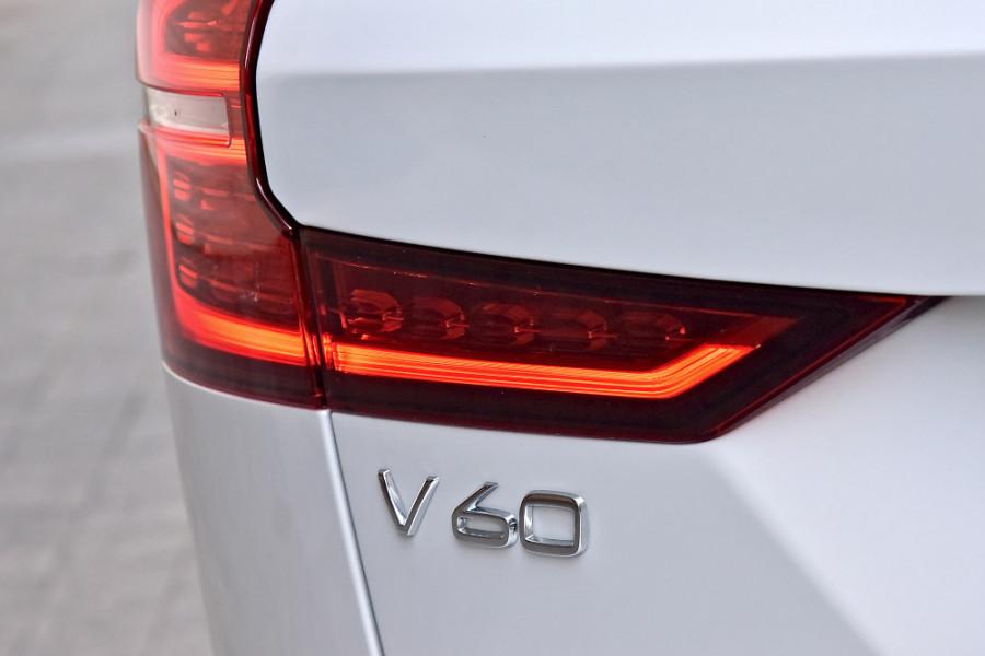 2020 Volvo V60 T5 R-Design T5 R-Design Wagon Mobile Image 25