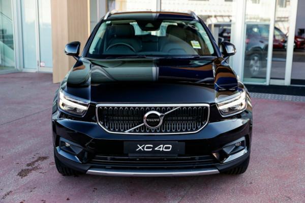 2020 Volvo XC40 XZ T4 Momentum Suv Image 2
