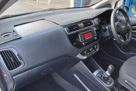 2015 Kia Rio UB  S Hatchback Mobile Image 9