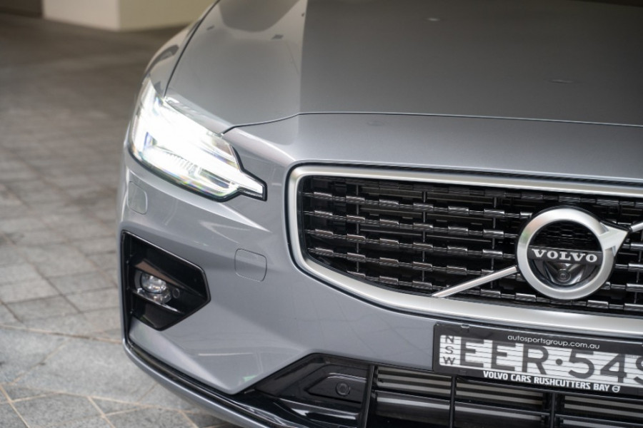 2020 Volvo S60 Z Series T5 R-Design Sedan Image 10