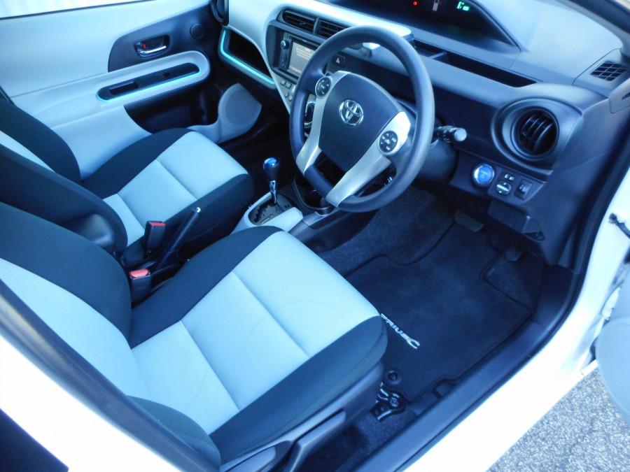 2013 MY12 Toyota Prius Image 11