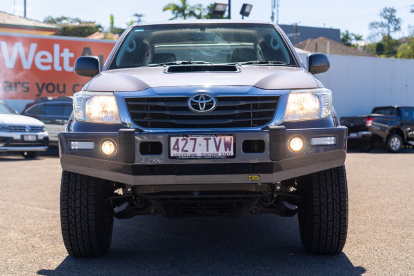 2014 Toyota HiLux Cab chassis Image 4