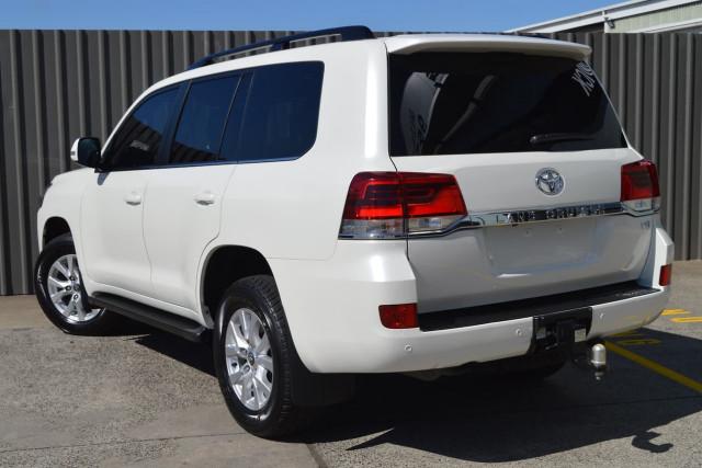 2016 Toyota Landcruiser VX 21 of 25