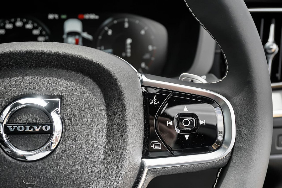 2019 MY20 Volvo XC60 UZ D5 R-Design Suv Mobile Image 8
