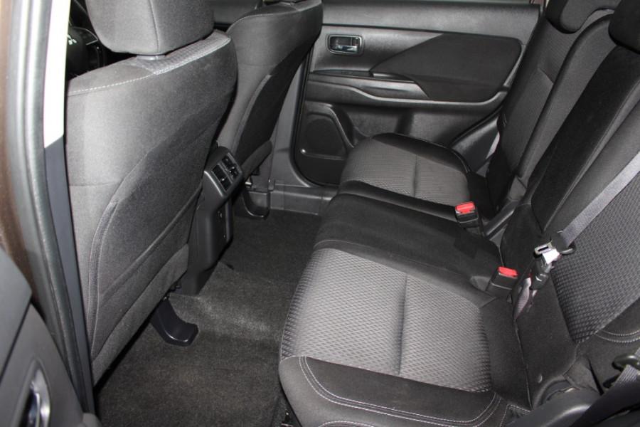 2018 MY19 Mitsubishi Outlander ZL ES Suv Image 9