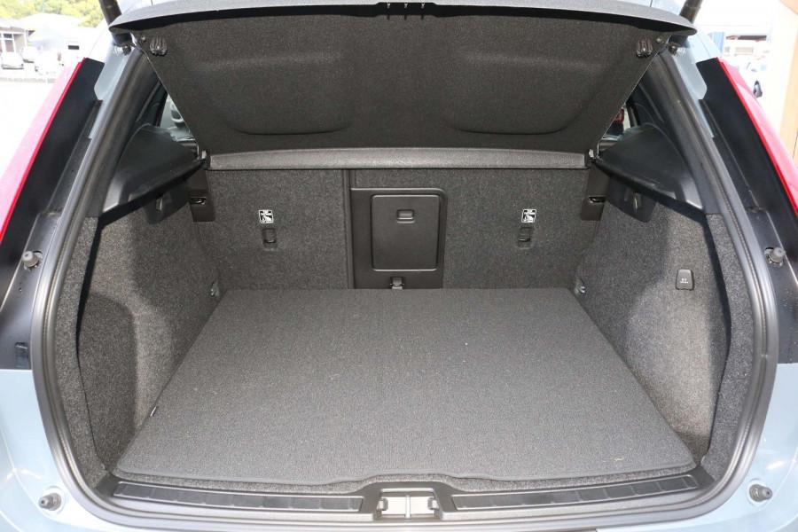 2021 MY20 Volvo XC40 XZ T4 Momentum Suv Image 13