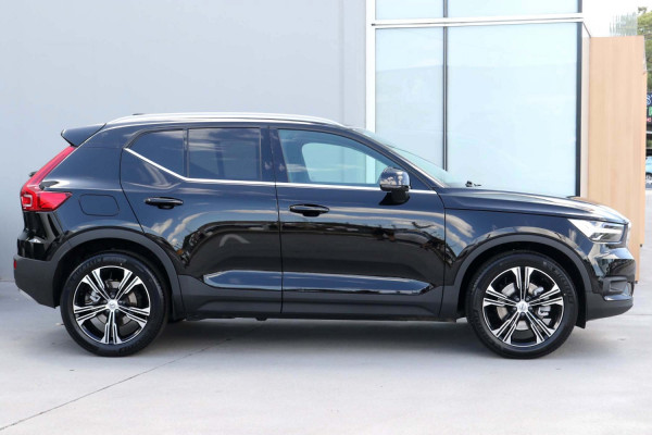 2021 Volvo XC40 XZ T4 Inscription Suv Image 3