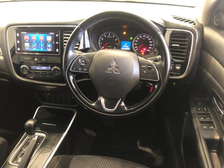 2017 Mitsubishi Outlander ZK LS 2wd 7 seat wagn Image 11