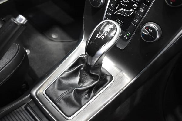 2014 Volvo V40 (No Series) MY15 D4 Luxury Hatchback Image 3