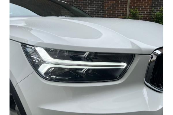 2022 Volvo XC40 T4 Momentum Suv Image 2