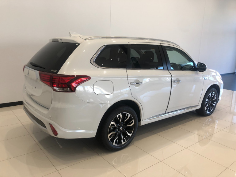 2017 Mitsubishi Outlander ZK PHEV LS Awd wagon Image 4