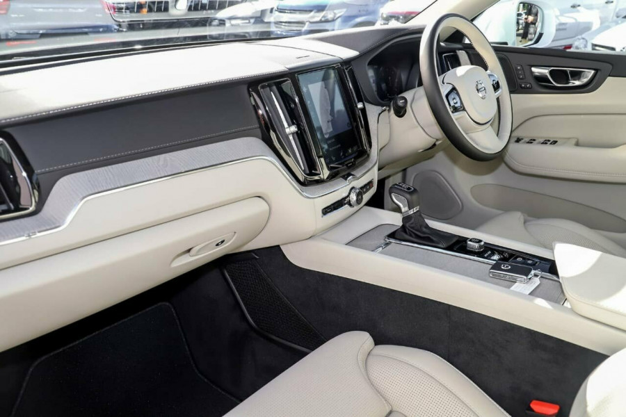2019 Volvo XC60 UZ D4 Inscription Suv Mobile Image 7
