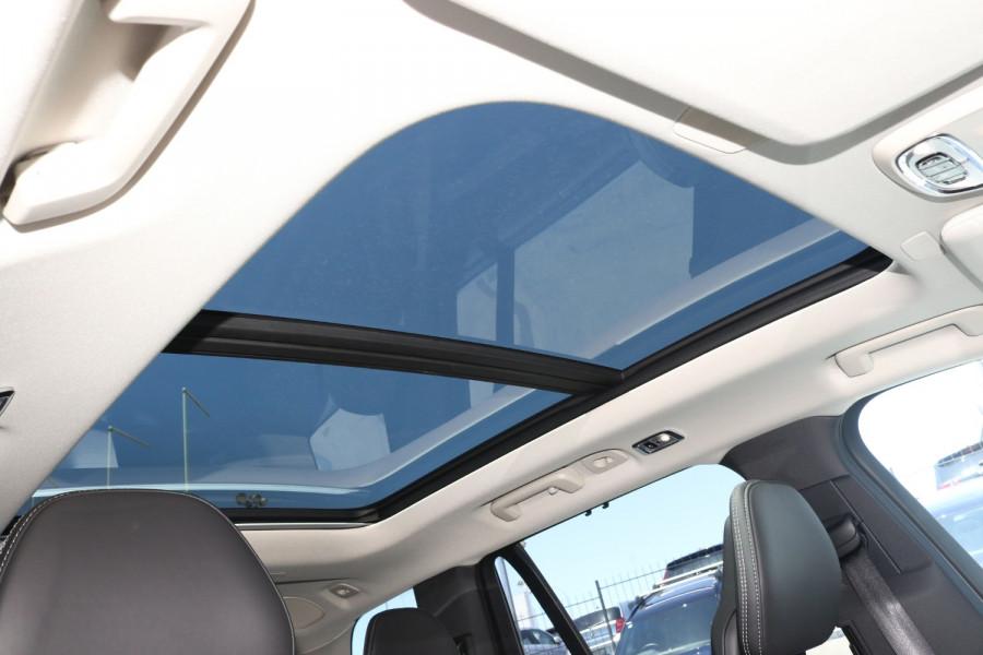 2020 Volvo XC90 L Series D5 Momentum Suv Image 11