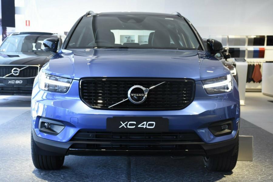 2019 Volvo XC40 T5 R-Design Suv Mobile Image 17