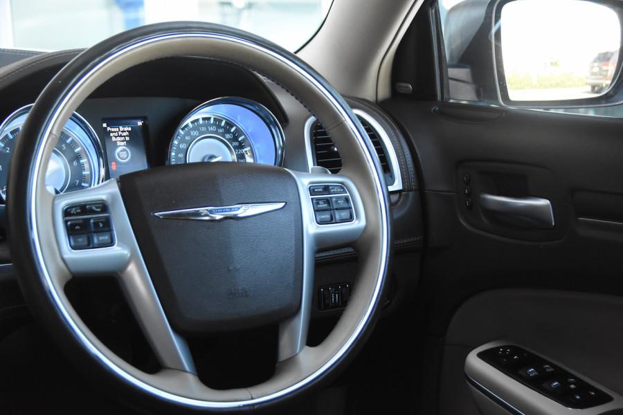2014 Chrysler 300 LX C Sedan Image 9
