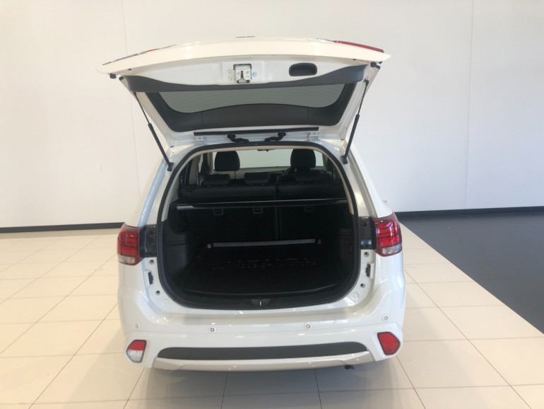 2017 Mitsubishi Outlander ZK PHEV LS Awd wagon Image 13