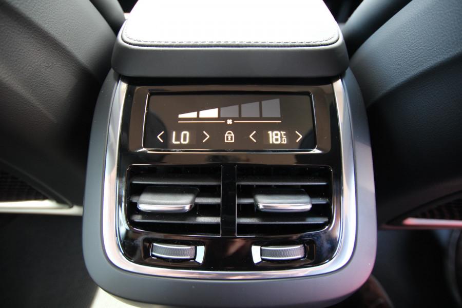 2020 Volvo V90 Cross Country P Series D5 Wagon Image 17