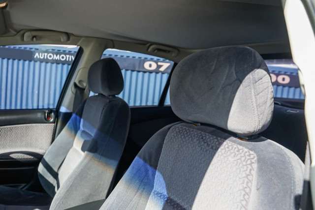2005 Holden Berlina VZ Sedan Image 14