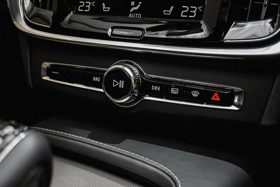 2018 Volvo V90 Cross Country D5 Inscription Wagon Mobile Image 16