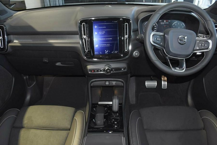 2019 Volvo XC40 T5 R-Design Suv Mobile Image 6