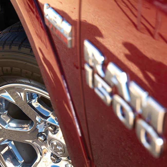 1500 Laramie V8 Hemi Exterior