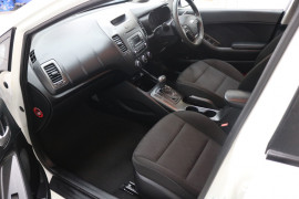 2016 Kia Cerato YD MY16 S Hatchback Image 4
