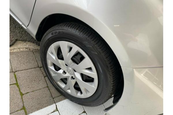 2017 Toyota Yaris Ascent Hatchback Image 5