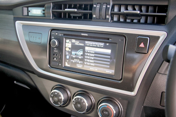 2013 Toyota Corolla ZRE182R Ascent Sport Hatchback image 12