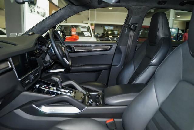 2018 Porsche Cayenne 9YA MY19 Turbo Suv Image 17