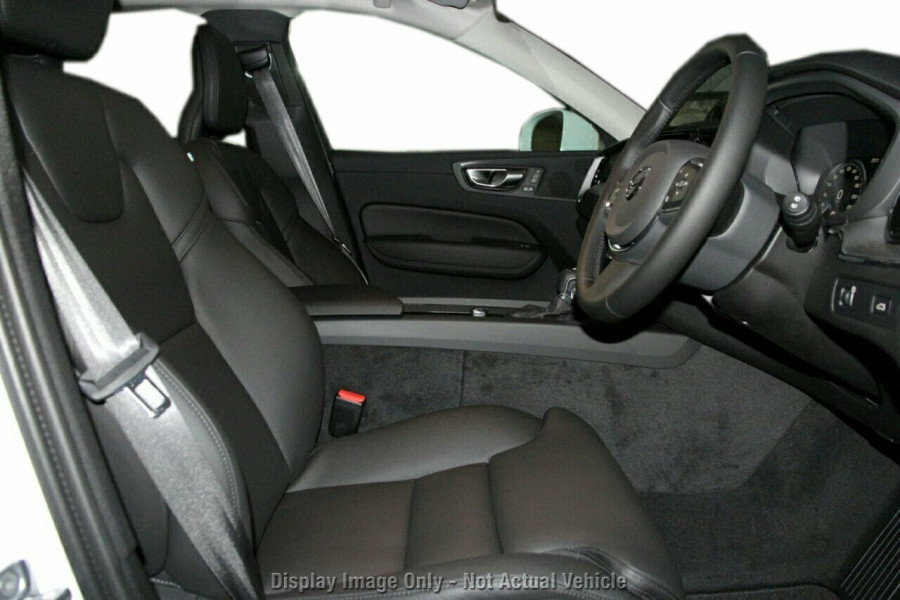 2019 MY20 Volvo XC60 UZ D4 Momentum Suv Image 8