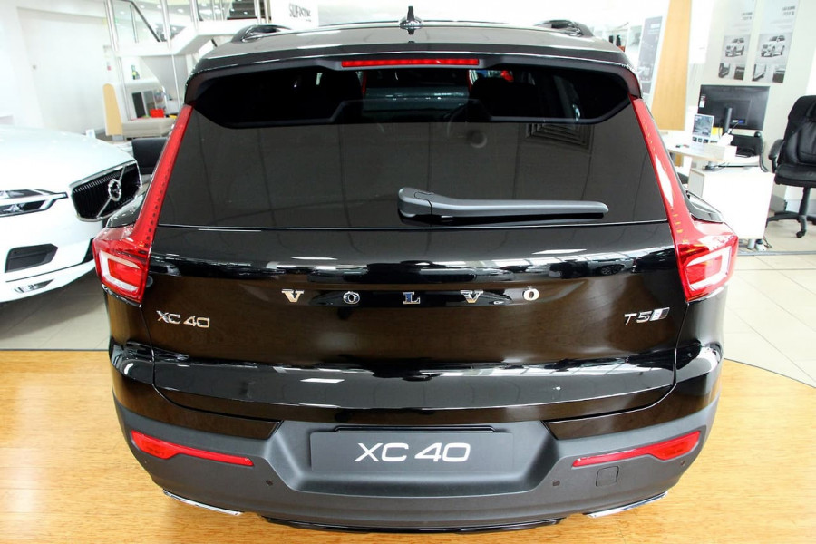 2019 Volvo Xc40 (No Series) MY19 T5 R-Design Suv Mobile Image 5
