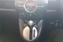 2010 Mazda 2 DE10Y1  MAXX Sedan