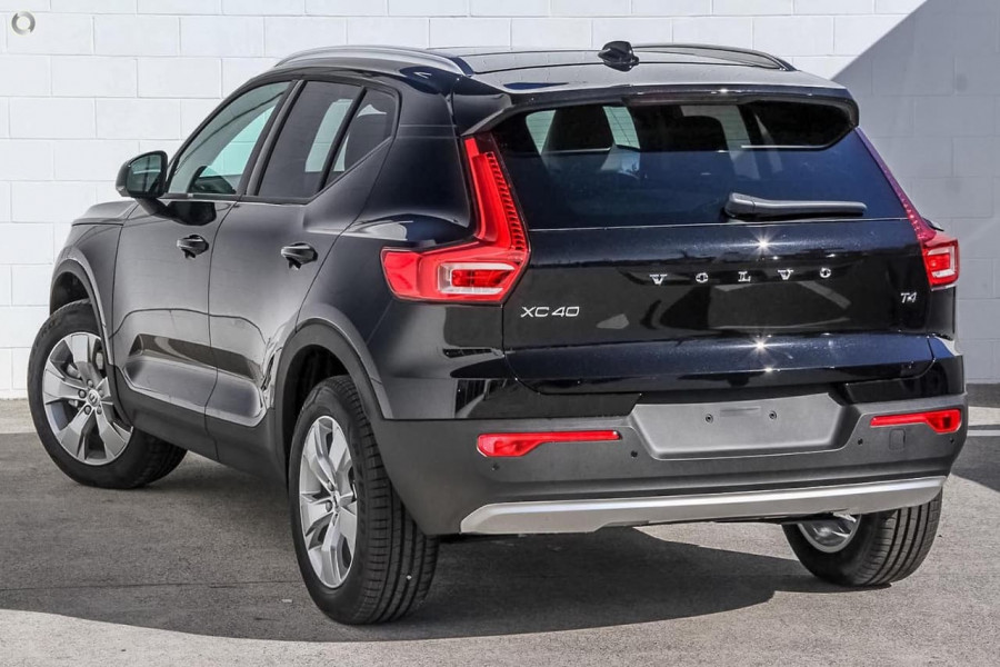 2019 Volvo XC40 T4 Momentum Suv Mobile Image 4