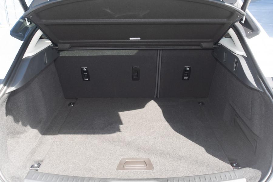 2019 MY20 Jaguar I-PACE X590 SE Hatchback Mobile Image 12