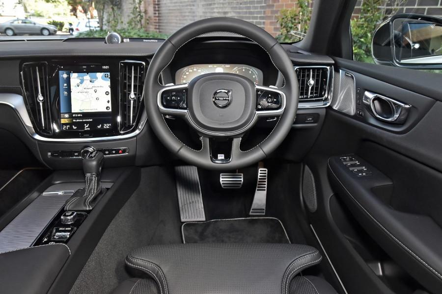 2020 Volvo V60 T5 R-Design T5 R-Design Wagon Mobile Image 3