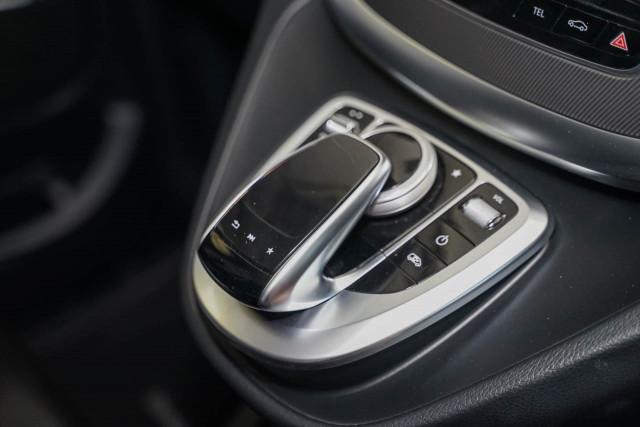 2017 Mercedes-Benz V-class 447 V250 d Avantgarde Wagon Image 9