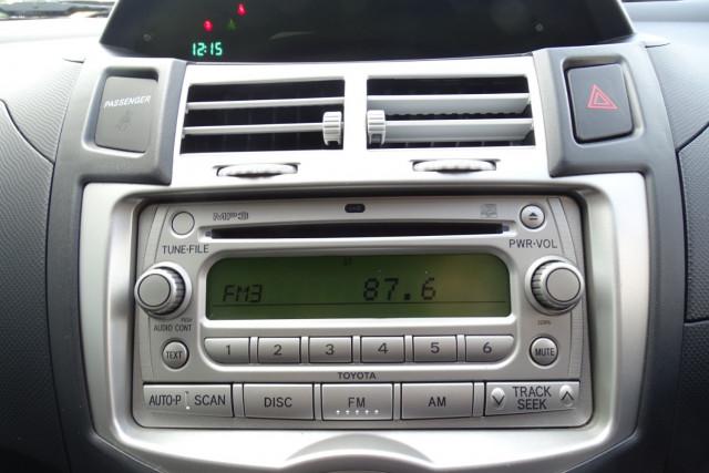 2006 Toyota Yaris YRS 13 of 22