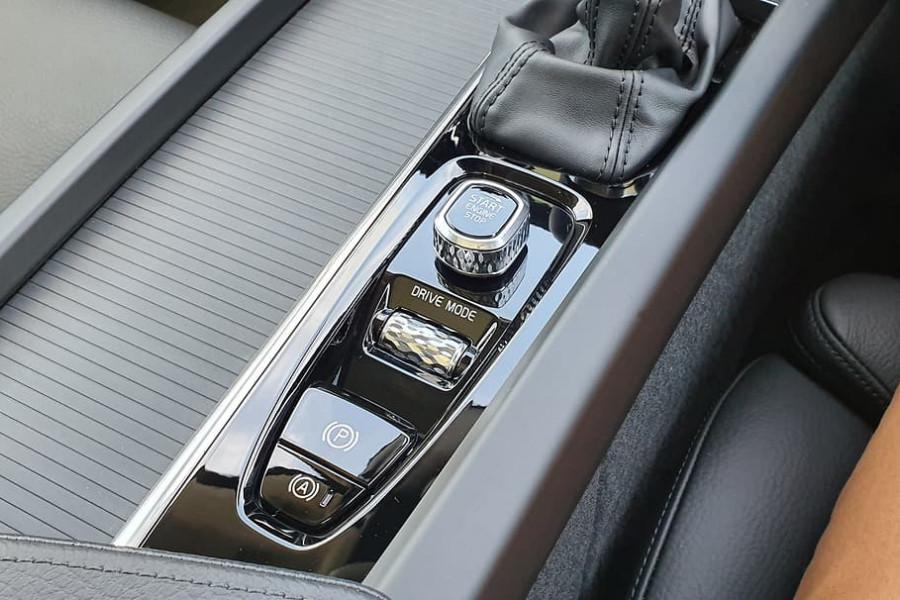 2020 Volvo XC60 UZ D4 Momentum Suv Mobile Image 19