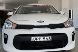 2017 Kia Rio Hatchback Image 3
