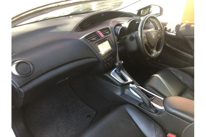 2013 Honda Civic 9th Gen MY13 VTi-LN Hatchback