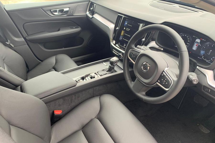 2020 Volvo V60 (No Series) T5 Momentum Wagon Mobile Image 7