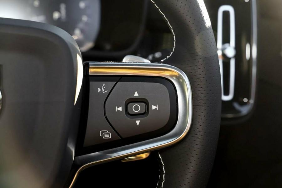 2020 Volvo XC40 T5 R-Design Suv Mobile Image 17
