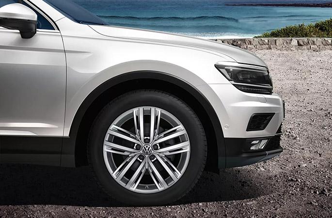 "19"" Auckland alloy wheel"