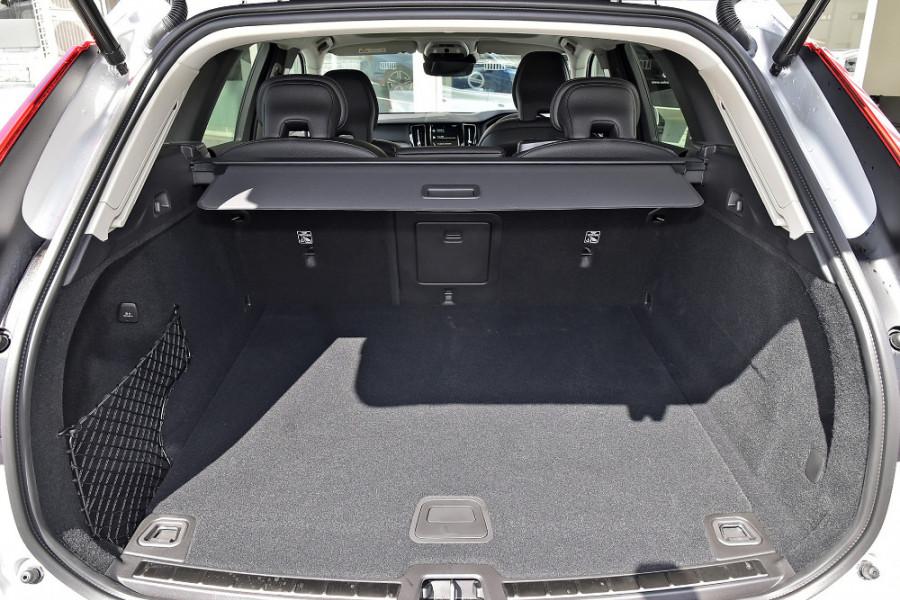 2019 MY20 Volvo XC60 UZ T5 Momentum Suv Mobile Image 11